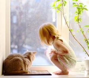 Stubentiger mit Kleinkind